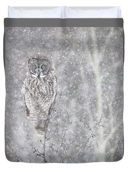 Duvet Cover featuring the photograph Silent Snowfall Portrait by Everet Regal