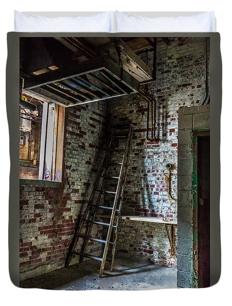 Duvet Cover featuring the photograph Silo Ladder by Darleen Stry