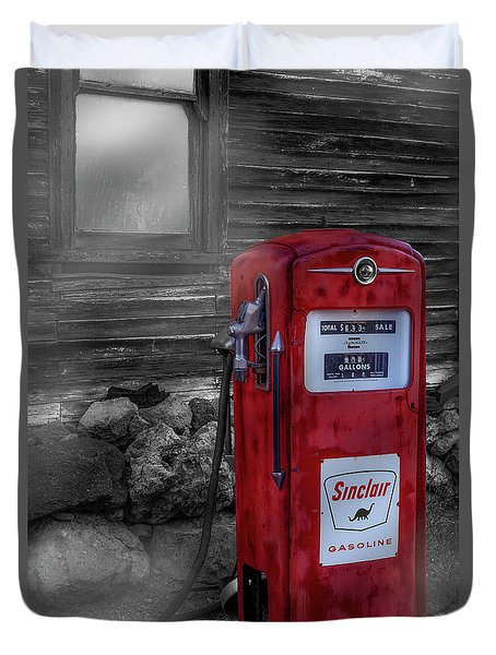 Duvet Cover featuring the photograph Sinclair Gas Pump Sc by Susan Candelario