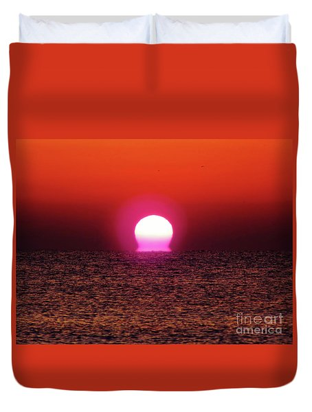 Duvet Cover featuring the photograph Sizzling Sunrise by D Hackett