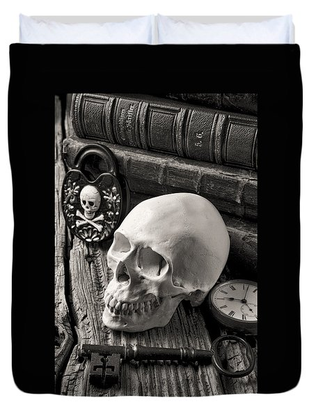 Skull And Skeleton Key Duvet Cover by Garry Gay