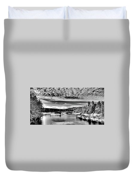 Snowy Day At The Green Bridge Duvet Cover by David Patterson