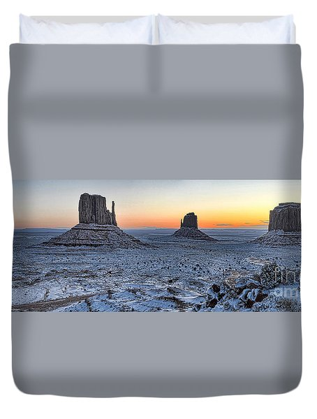Snowy Mittens - Monument Valley  Duvet Cover