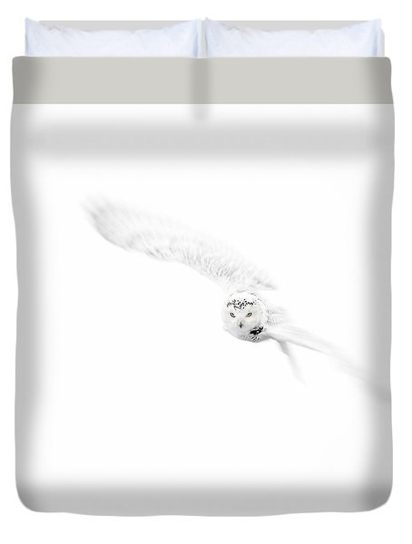 Snowy Owl In Flight Duvet Cover