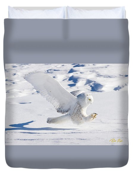 Snowy Owl Pouncing Duvet Cover