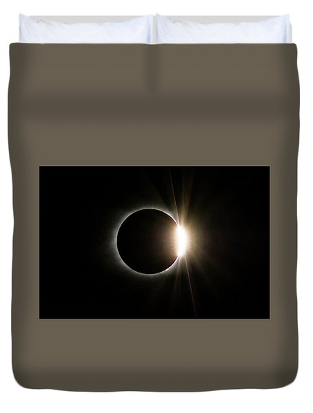 Duvet Cover featuring the photograph Solar Eclipse Diamond Ring by Lori Coleman
