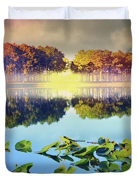 Duvet Cover featuring the photograph Southern Beauty by Debra and Dave Vanderlaan