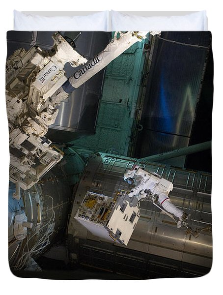 Spacewalk On Iss Duvet Cover by NASA/Science Source