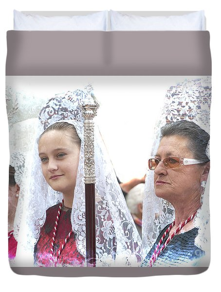 Spanish Ladies In Their Mantillas Duvet Cover