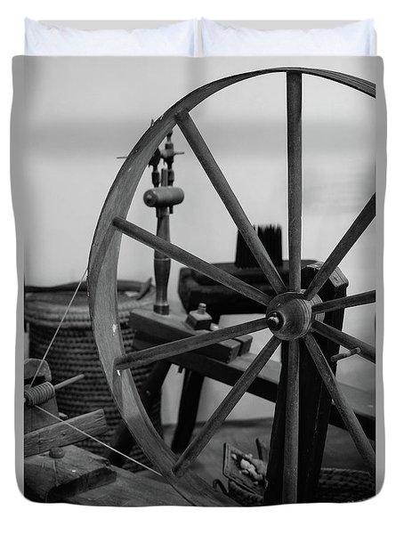 Spinning Wheel At Mount Vernon Duvet Cover