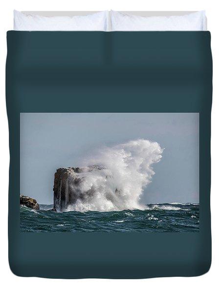 Duvet Cover featuring the photograph Splash by Paul Freidlund