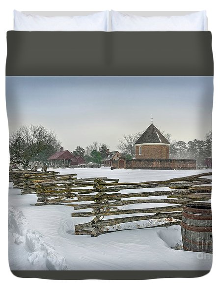 Split Rail Fence In Front Of Colonial Williamsburg Magazine Duvet Cover