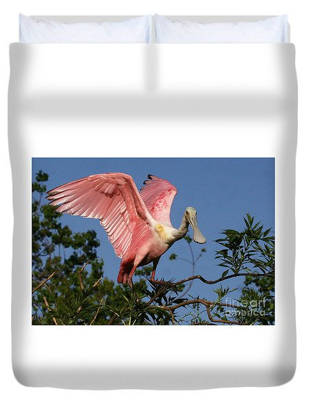 Duvet Cover featuring the photograph Spoonie In The Treetop by Myrna Bradshaw