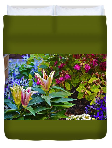 Spring Show 15 Lilies Duvet Cover