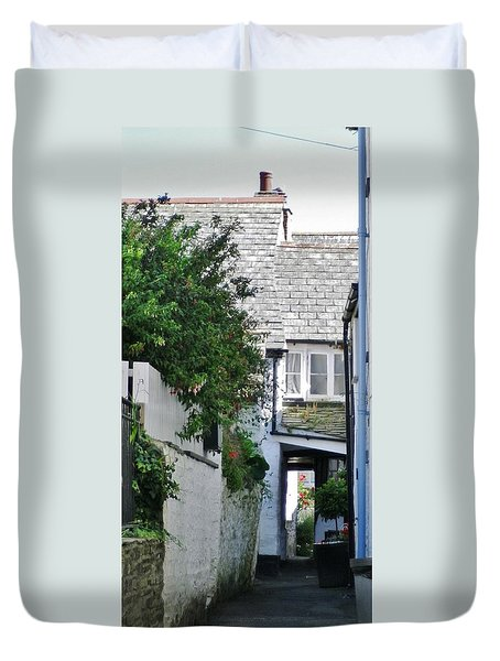 Squeeze-ee-belly Alley Duvet Cover by Richard Brookes