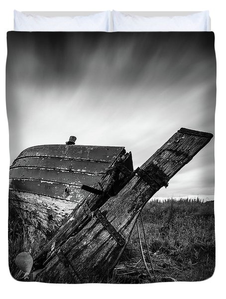 St Cyrus Wreck Duvet Cover by Dave Bowman