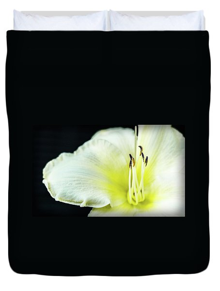 Stamen At Attention Duvet Cover