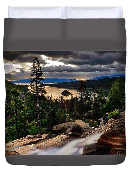 Standing At Eagle Falls Duvet Cover