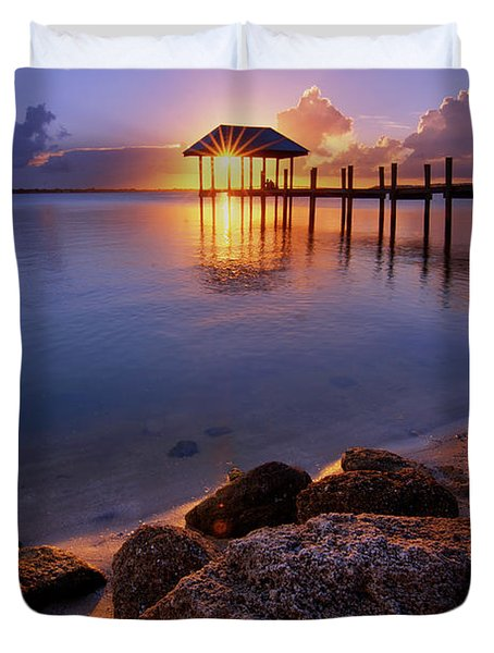 Starburst Sunset Over House Of Refuge Pier In Hutchinson Island At Jensen Beach, Fla Duvet Cover