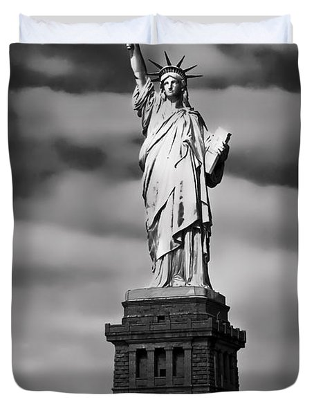 Statue Of Liberty At Dusk Duvet Cover by Daniel Hagerman