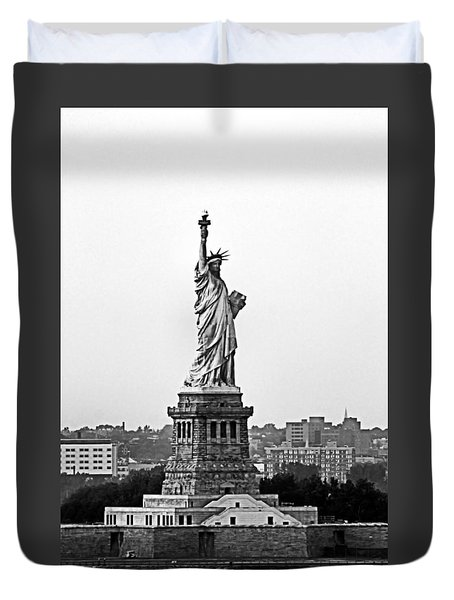 Duvet Cover featuring the photograph Statue Of Liberty Black And White by Kristin Elmquist