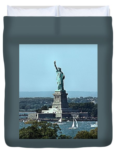 Duvet Cover featuring the photograph Statue Of Liberty by Kristin Elmquist