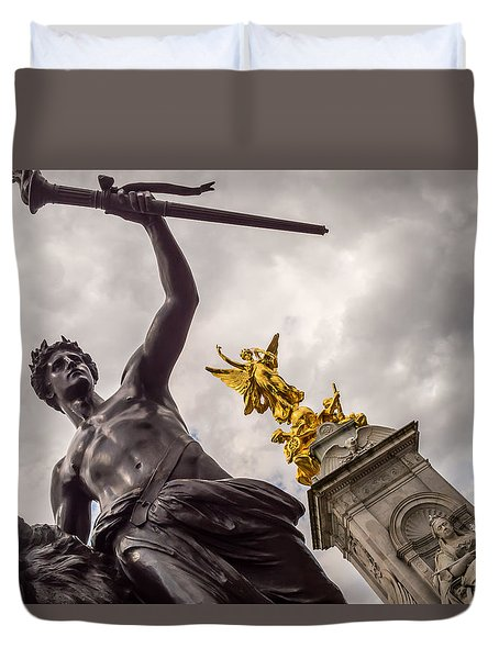 Statues In Front Of Buckingham Palace Duvet Cover