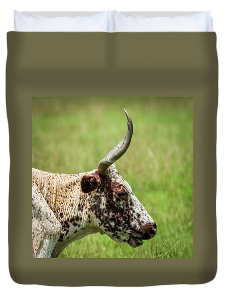 Duvet Cover featuring the photograph Steer Portrait by Paul Freidlund