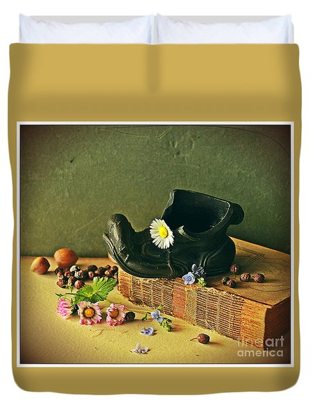 Still Life With Daises Duvet Cover
