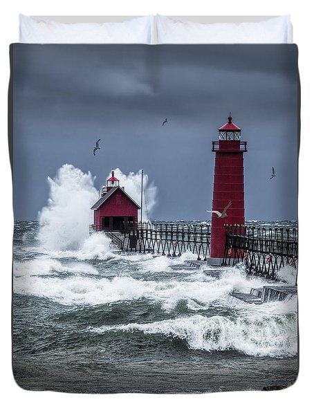 Storm On Lake Michigan By The Grand Haven Lighthouse With Flying Gulls Duvet Cover