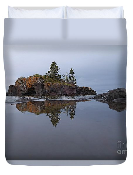 Duvet Cover featuring the photograph Storms Coming At Hollow Rock by Sandra Updyke