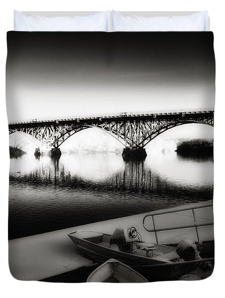 Strawberry Mansion Bridge In Winter Duvet Cover by Bill Cannon
