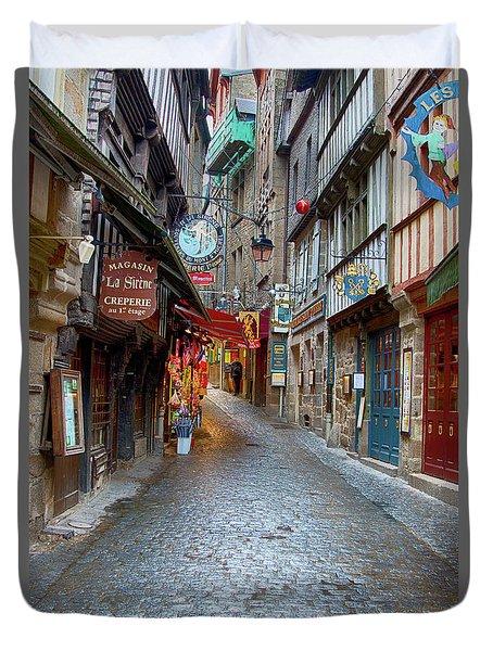 Street Le Mont Saint Michel Duvet Cover by Hugh Smith