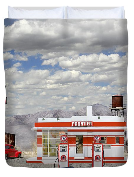 Street Rod At Frontier Station Duvet Cover