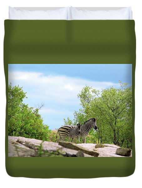 Mama, Who's That Idiot Taking My Picture? Duvet Cover