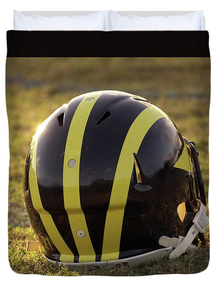 Striped Wolverine Helmet On The Field At Dawn Duvet Cover