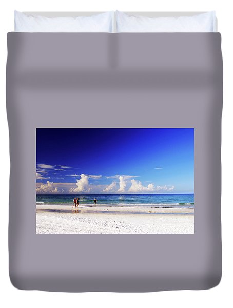 Duvet Cover featuring the photograph Strolling The Beach by Gary Wonning