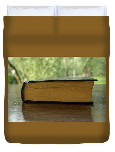 Summer Readings Duvet Cover