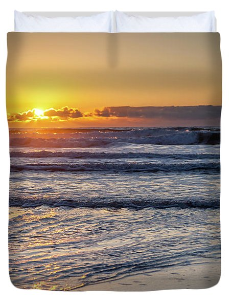 Sun Behind Clouds With Beach And Waves In The Foreground Duvet Cover