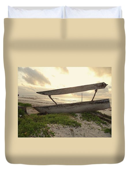 Sun Rays And Wooden Dhows Duvet Cover