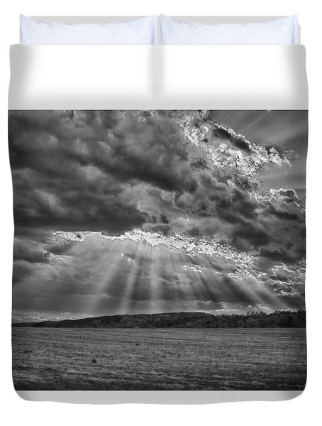 Sun Rays Over Vann's Valley Duvet Cover