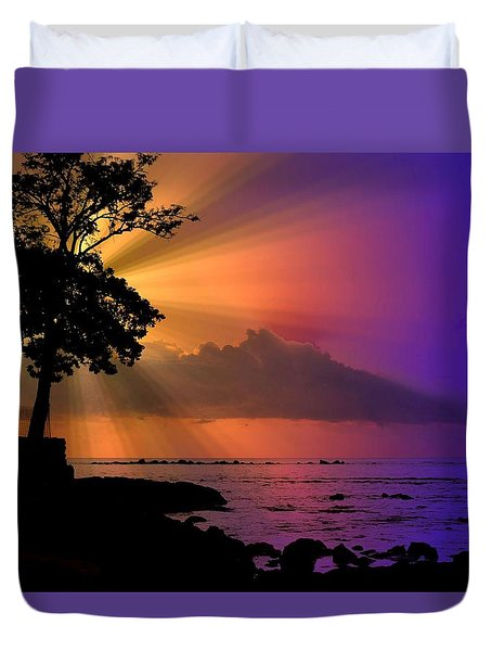 Duvet Cover featuring the photograph Sun Rays Sunset by Lori Seaman