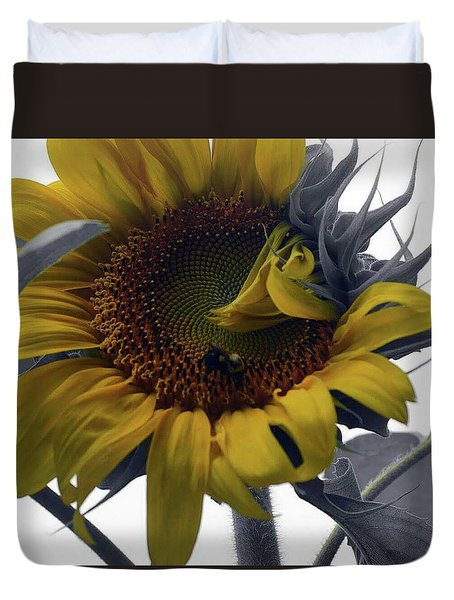Duvet Cover featuring the photograph Sunflower Bee by Richard Ricci