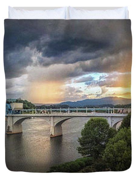 Sunlight And Showers Over Chattanooga Duvet Cover