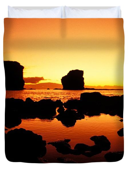 Sunrise At Puu Pehe Duvet Cover by Ron Dahlquist - Printscapes