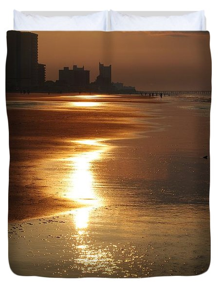Sunrise At The Beach Duvet Cover by Eric Liller