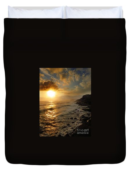 Sunrise By The Rocks Duvet Cover