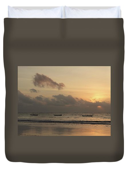 Sunrise On The Beach With Wooden Dhows Duvet Cover