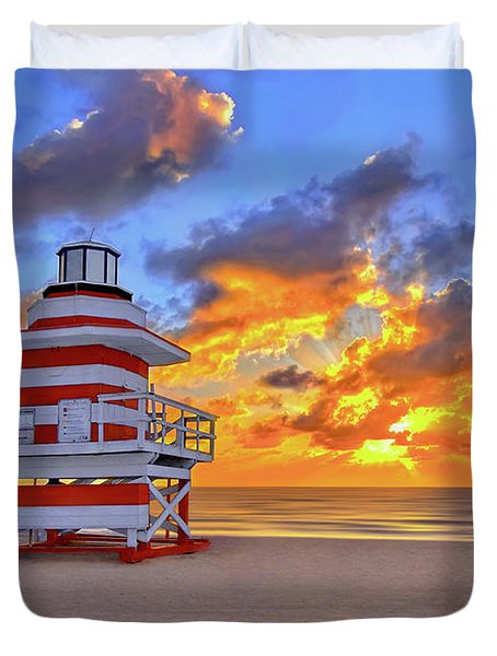 Sunrise Over Lifegaurd Stand On South Miami Beach  Duvet Cover