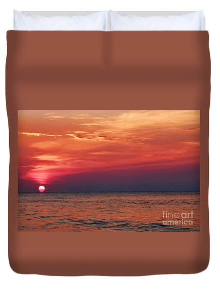Sunrise Over The Horizon On Myrtle Beach Duvet Cover